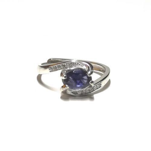 Anello con Iolite, la gemma blu, viola, violetto, indaco